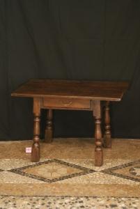 n. 131 - Tavolino - rovere - 18° e19° secolo - cm 52 x 78 x 52