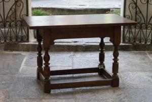 n. 296 - Tavolino - Noce - Ticino 19° secolo - cm. 72 x 113 x 73